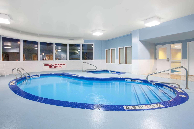 Pool - Super 8 Hotel Midland