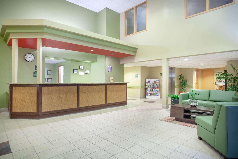 Lobby - Super 8 Hotel Midland