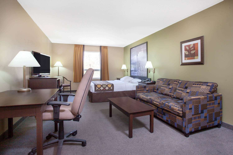 Room - Super 8 Hotel Midland
