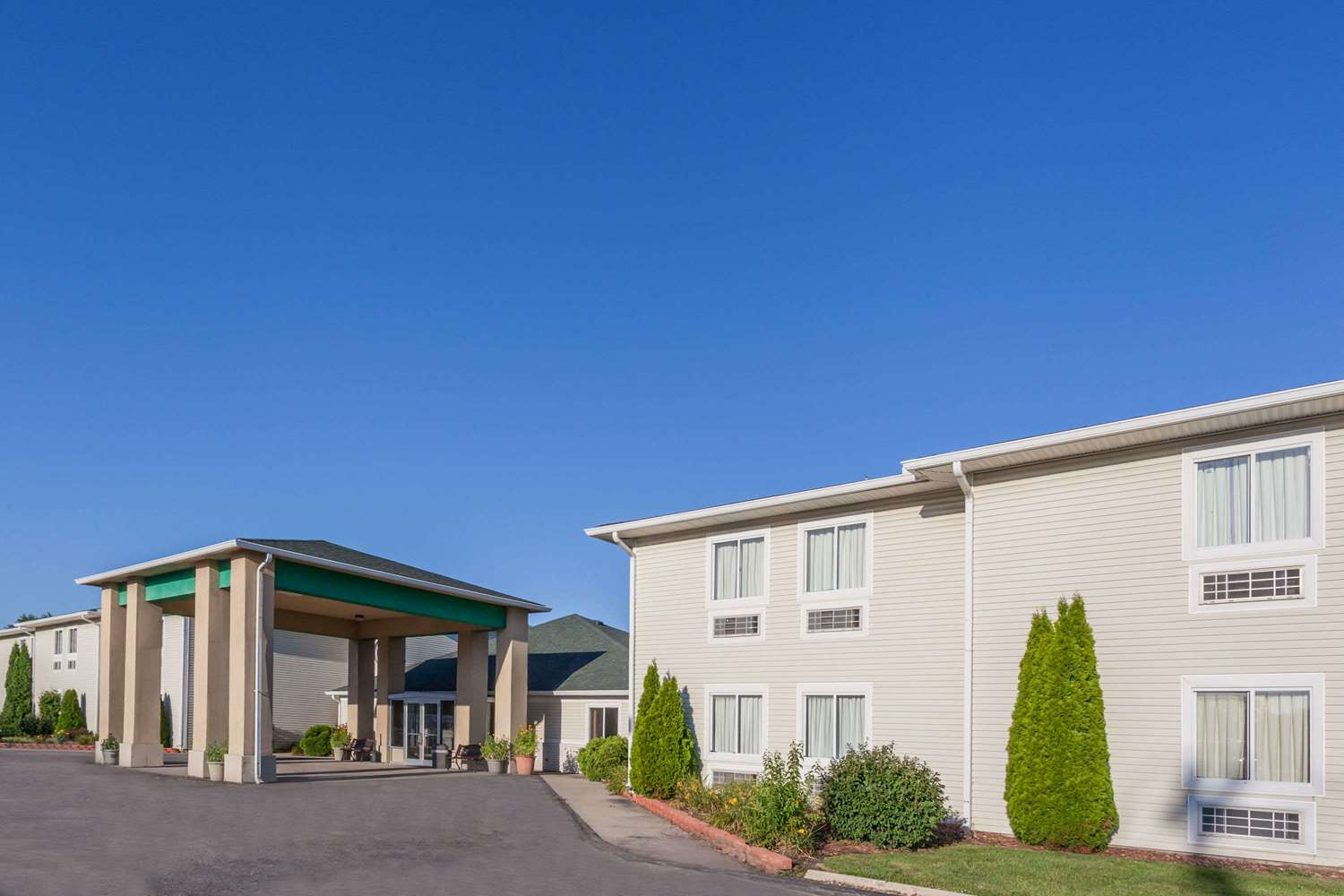 Exterior view - Days Inn & Suites Dundee