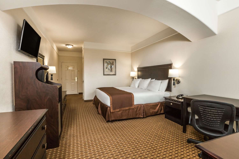 Baymont Inn & Suites Suites Galveston, TX - See Discounts