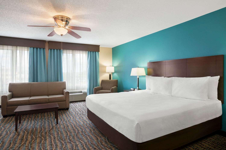 Suite - Baymont Inn & Suites East Evansville
