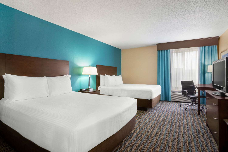 Room - Baymont Inn & Suites East Evansville