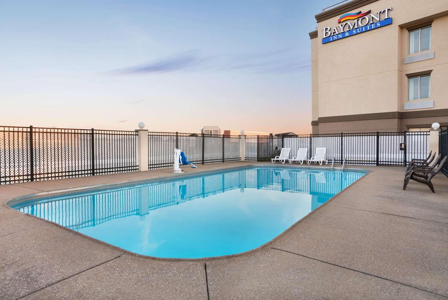 Pool - Baymont Inn & Suites East Evansville