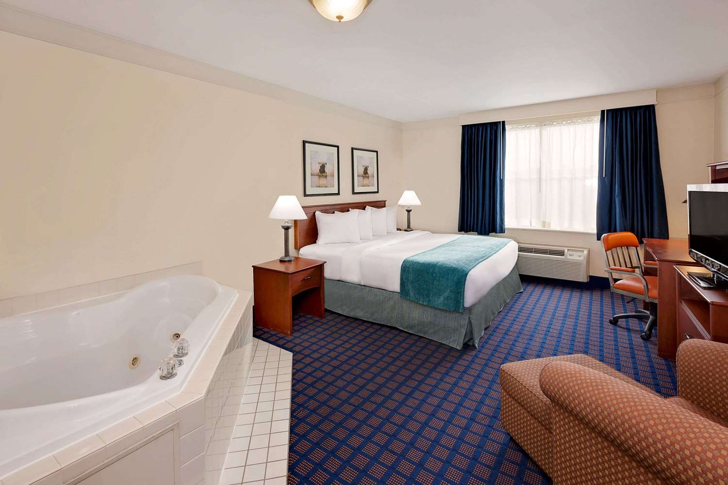 Room - Baymont Inn & Suites Byron Center