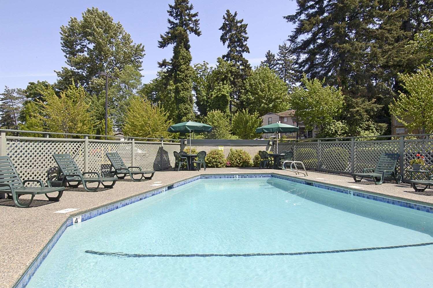 Pool - Baymont Inn & Suites Kirkland