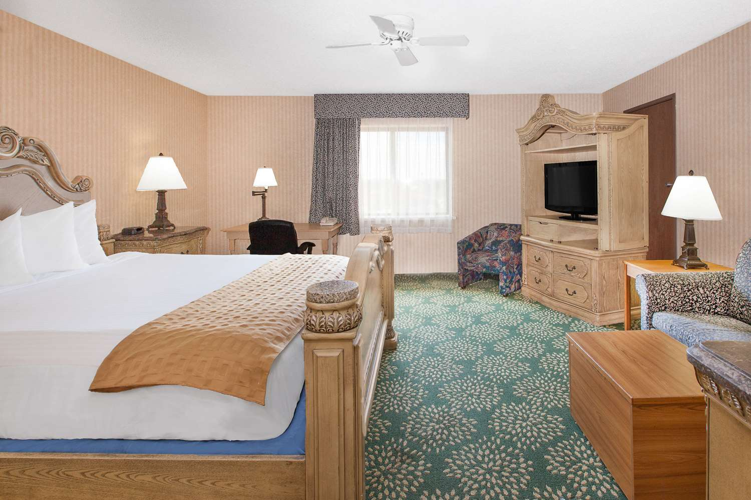 Room - Baymont Inn & Suites Flint