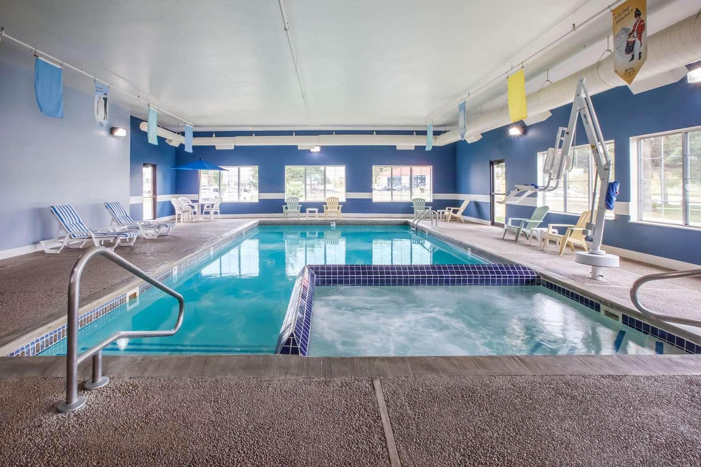 Pool - Baymont Inn & Suites Mackinaw City