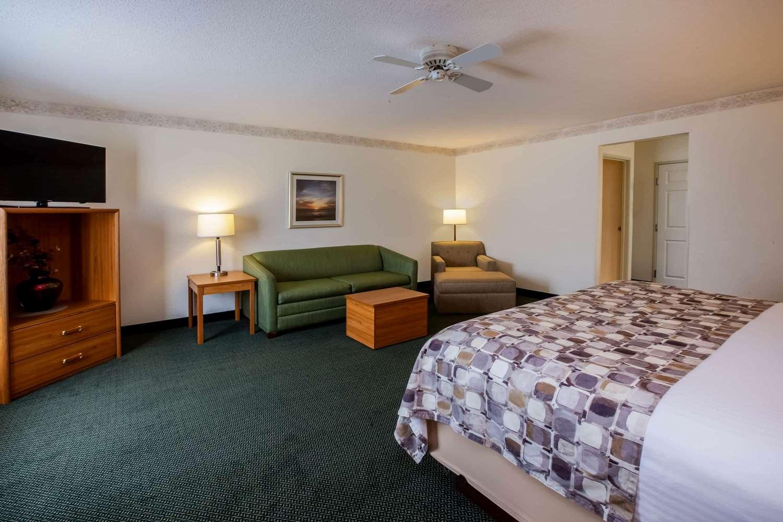 Suite - Baymont Inn & Suites Mackinaw City