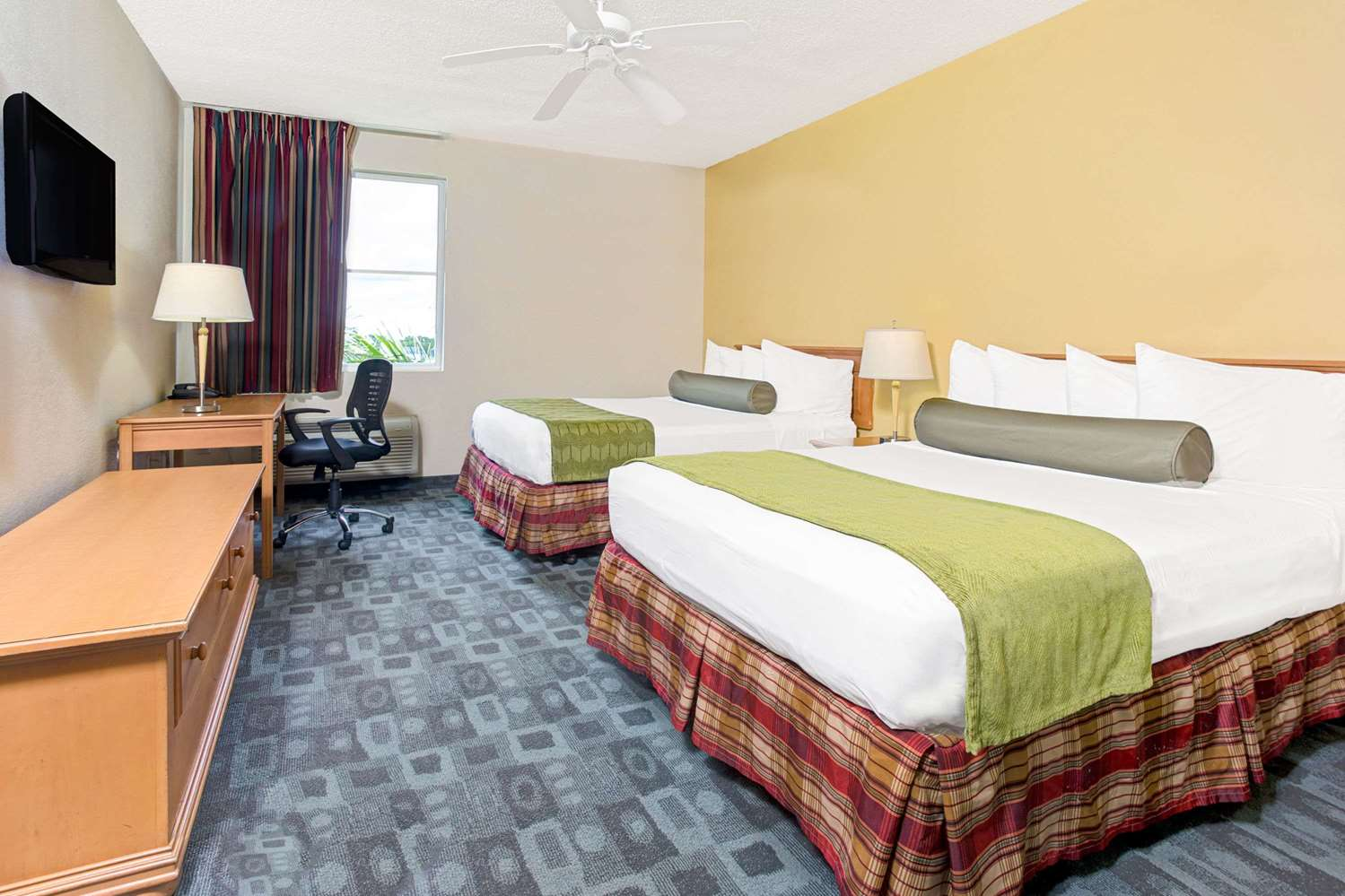 Room - Baymont Inn & Suites Airport Doral