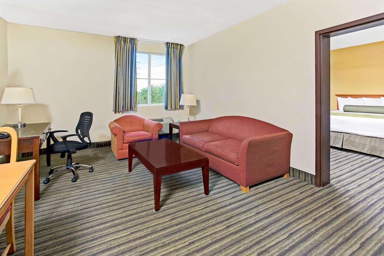 Suite - Baymont Inn & Suites Airport Doral