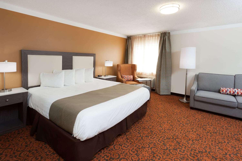 Suite - Baymont Inn & Suites Alsip