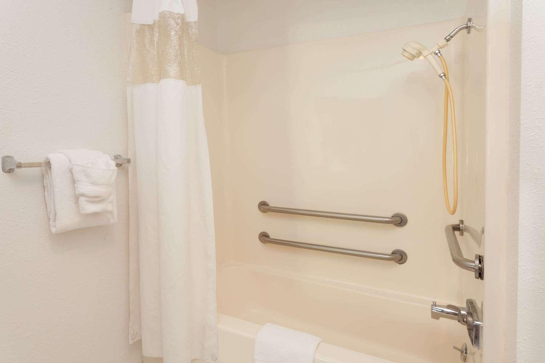 Room - Baymont Inn & Suites Alsip
