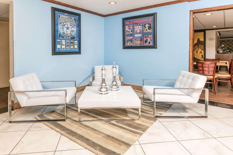 Lobby - Baymont Inn & Suites Arlington
