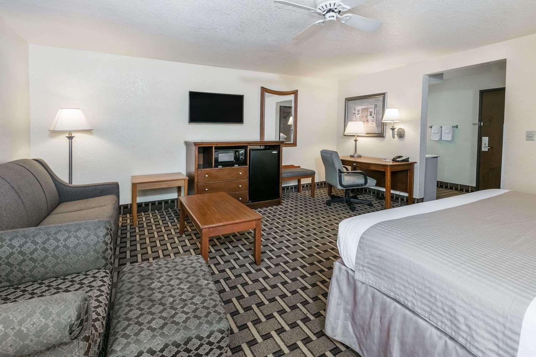 Suite - Baymont Inn & Suites Arlington
