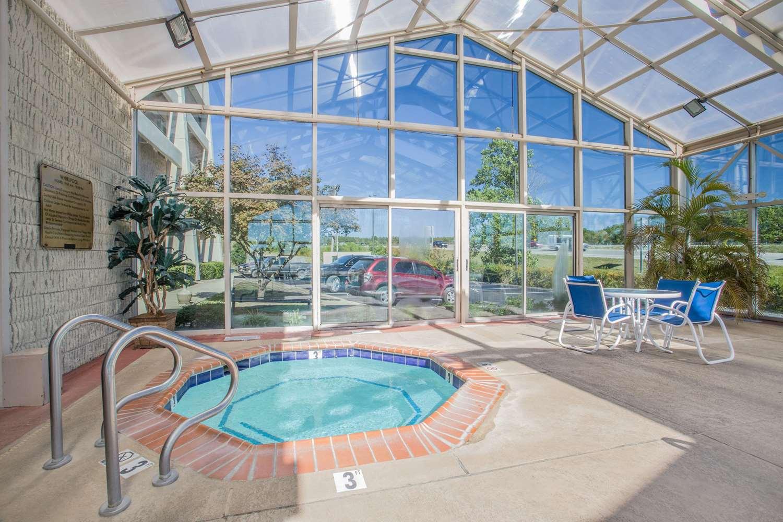 Pool - Baymont Inn & Suites Corbin