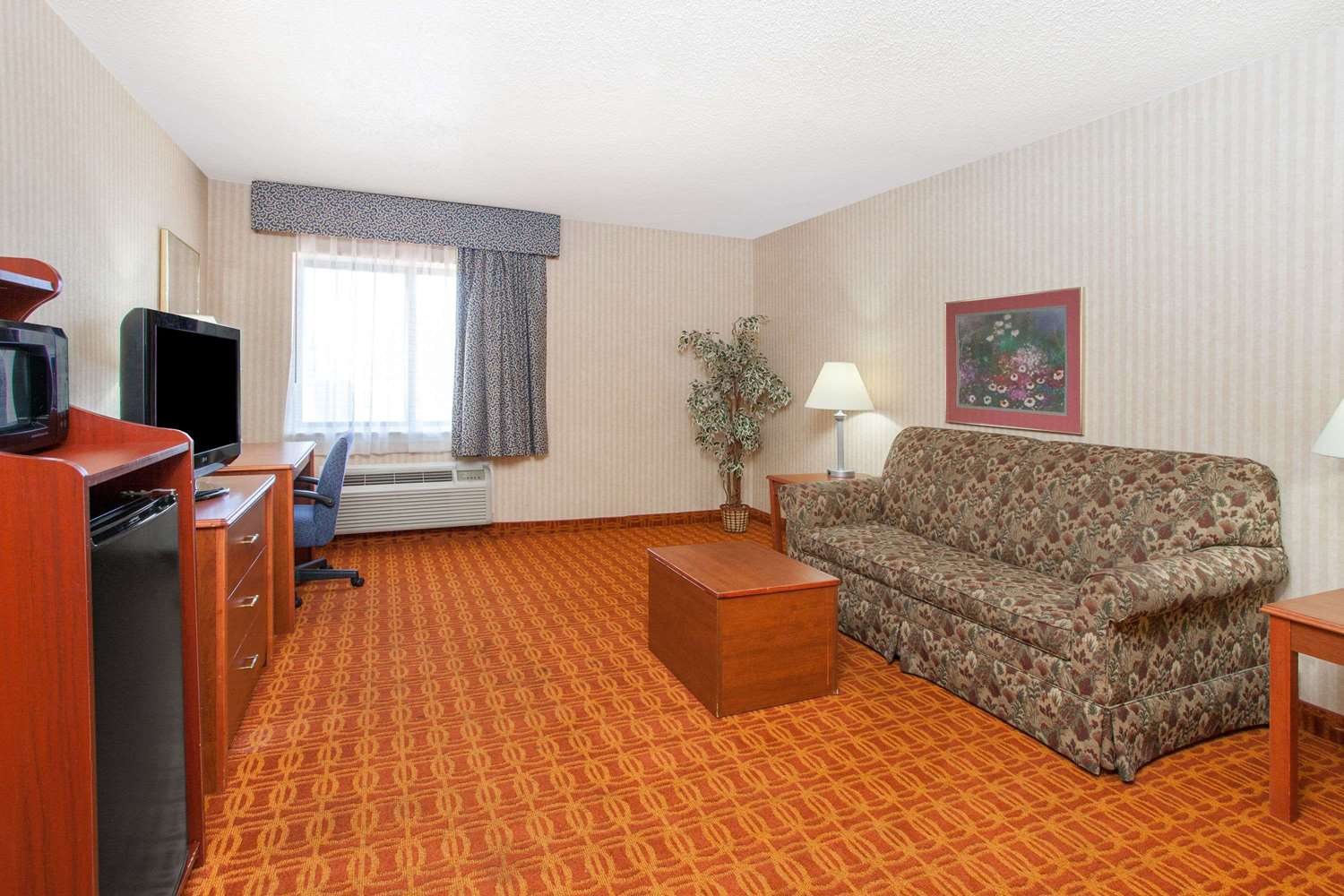 Suite - Baymont Inn & Suites Roseville