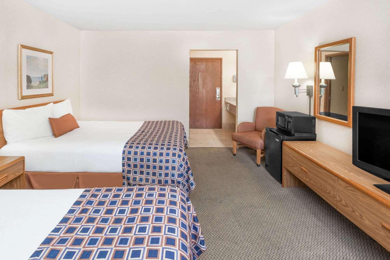 Room - Baymont Inn & Suites Champaign