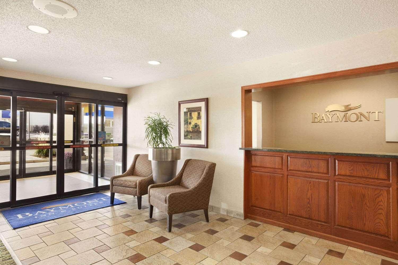 Lobby - Baymont Inn & Suites Sioux Falls