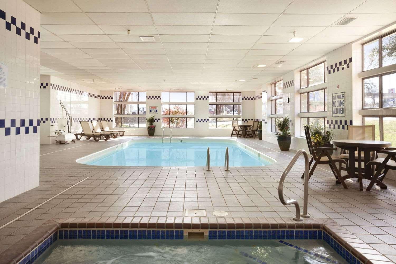 Pool - Baymont Inn & Suites Sioux Falls