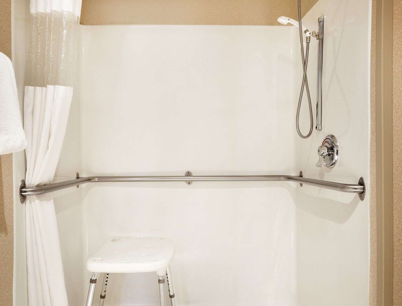 Room - Baymont Inn & Suites Sioux Falls