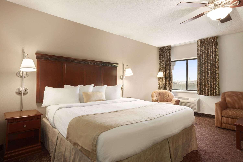Suite - Baymont Inn & Suites Sioux Falls