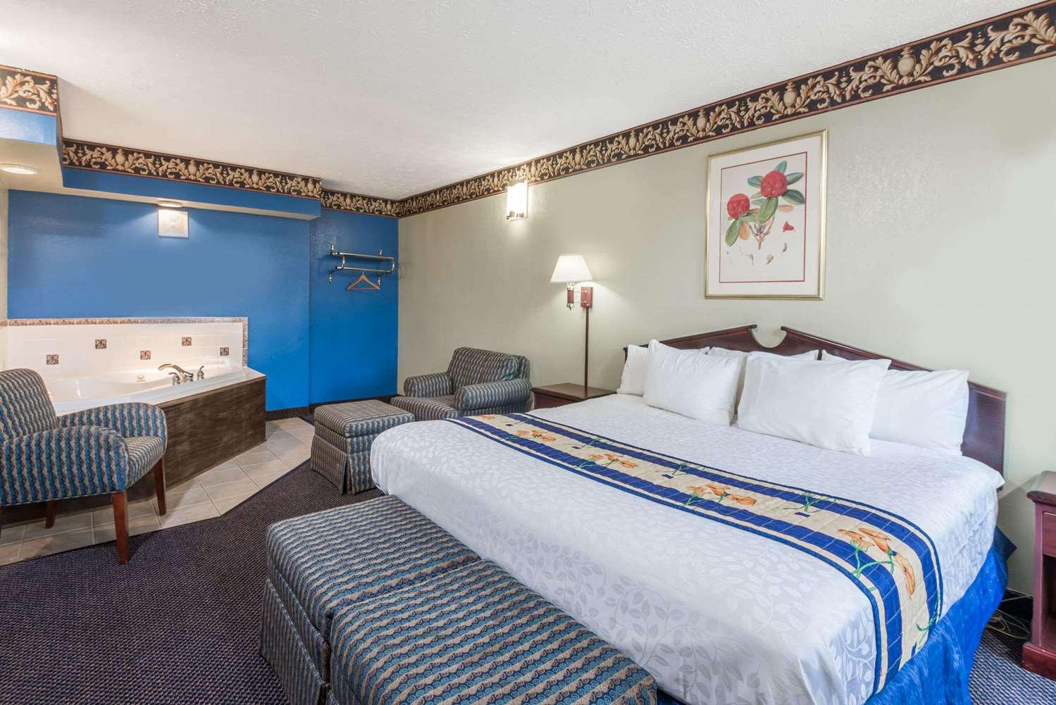 Suite - Days Inn & Suites Girard