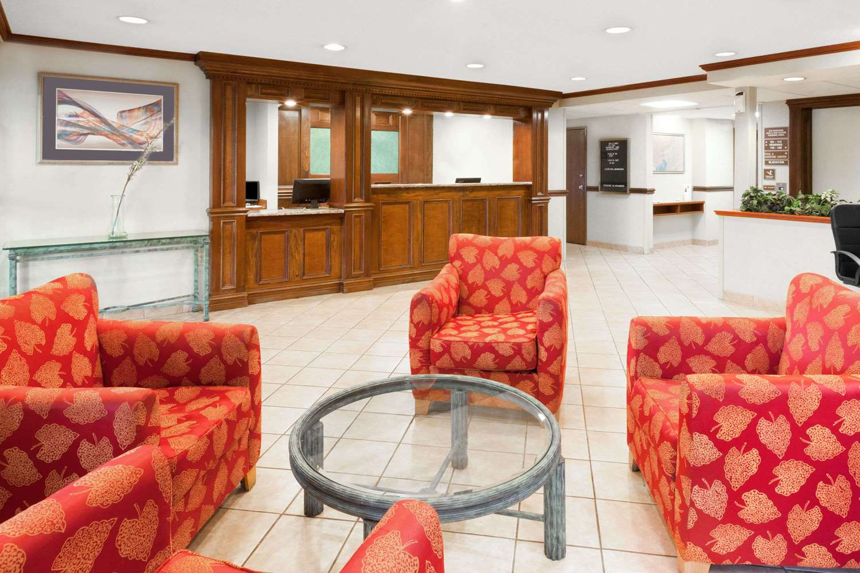 Lobby - Baymont Inn & Suites Bridgeport
