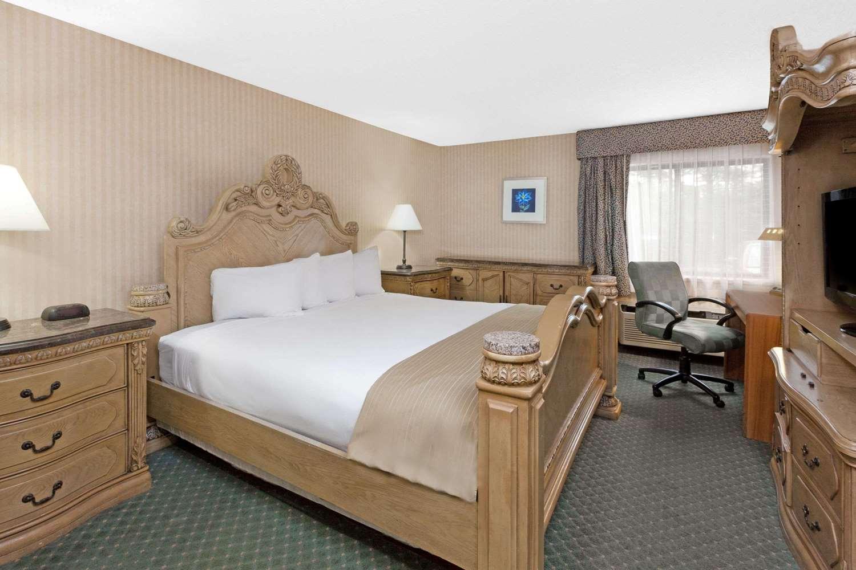 Suite - Baymont Inn & Suites Bridgeport