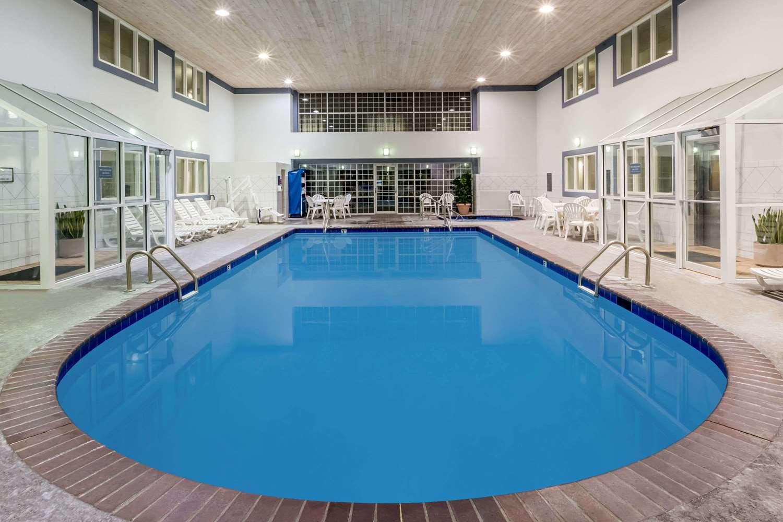 Pool - Baymont Inn & Suites Airport Des Moines
