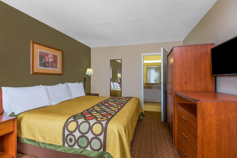 Room - Super 8 Hotel Metairie