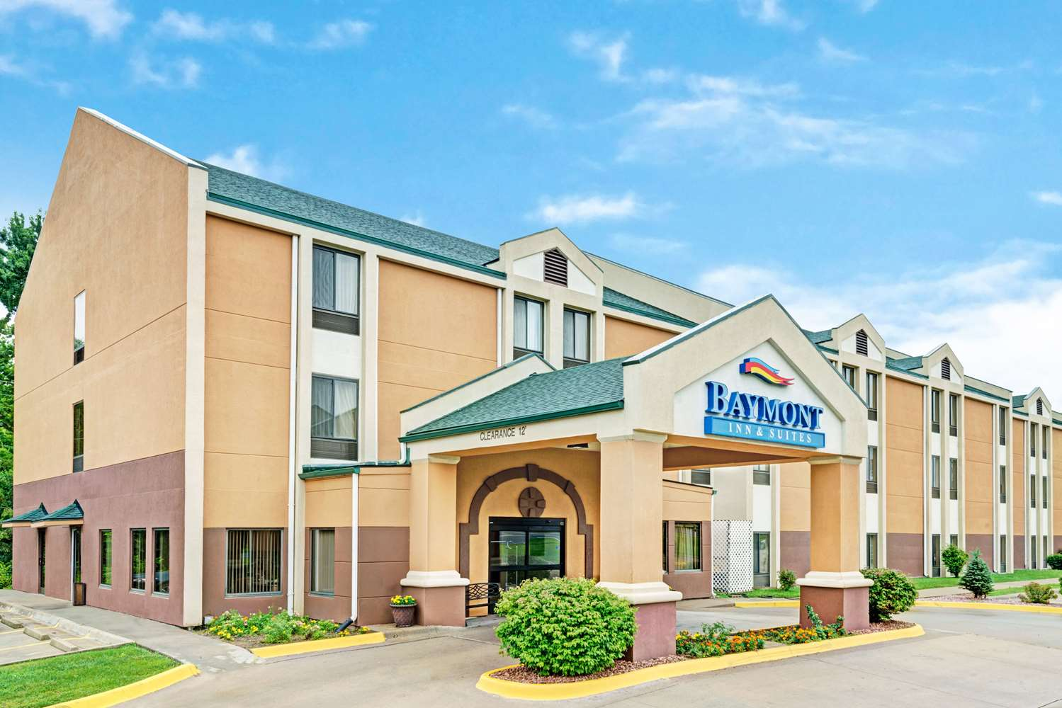 Exterior view - Baymont Inn & Suites Lawrence