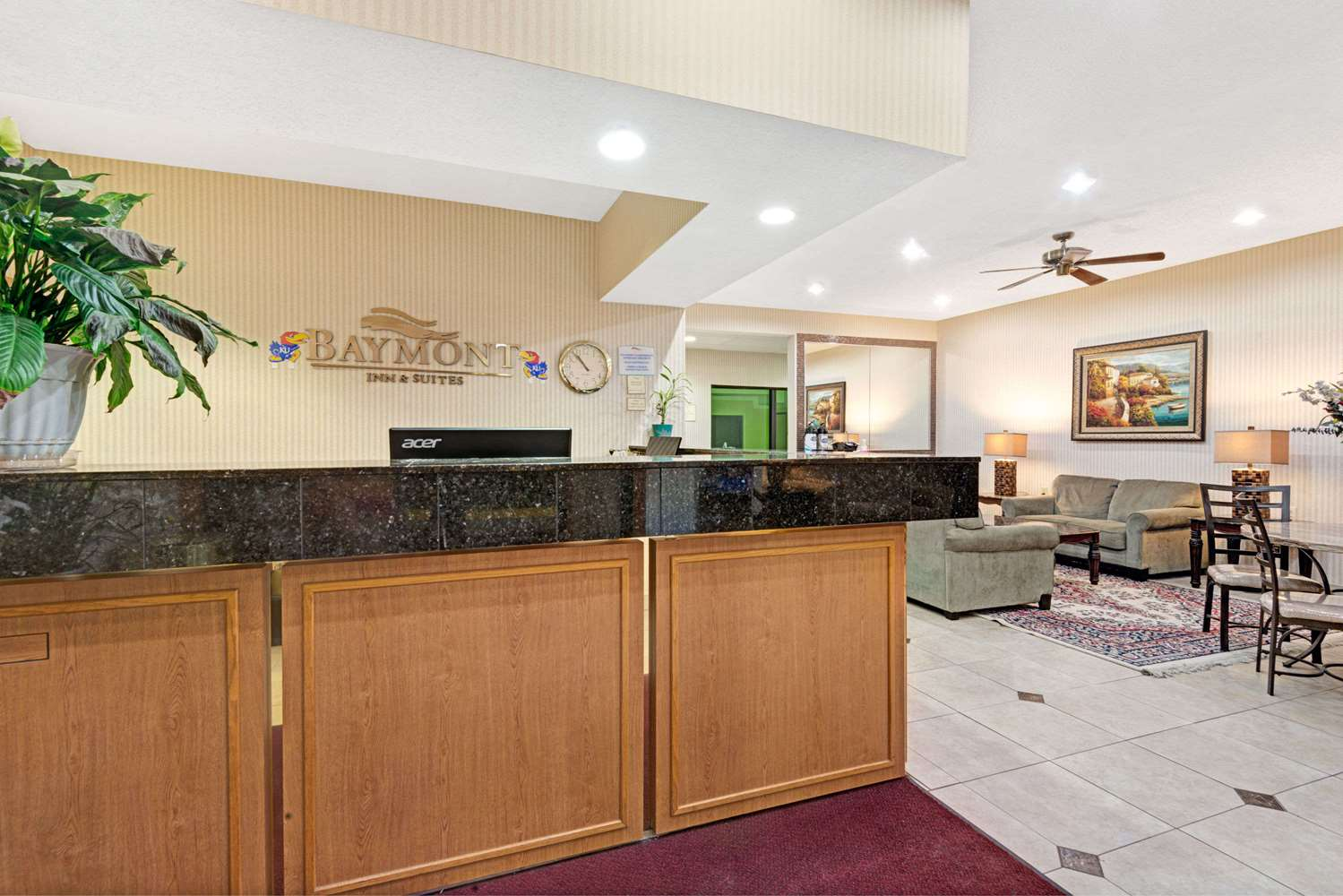 Lobby - Baymont Inn & Suites Lawrence