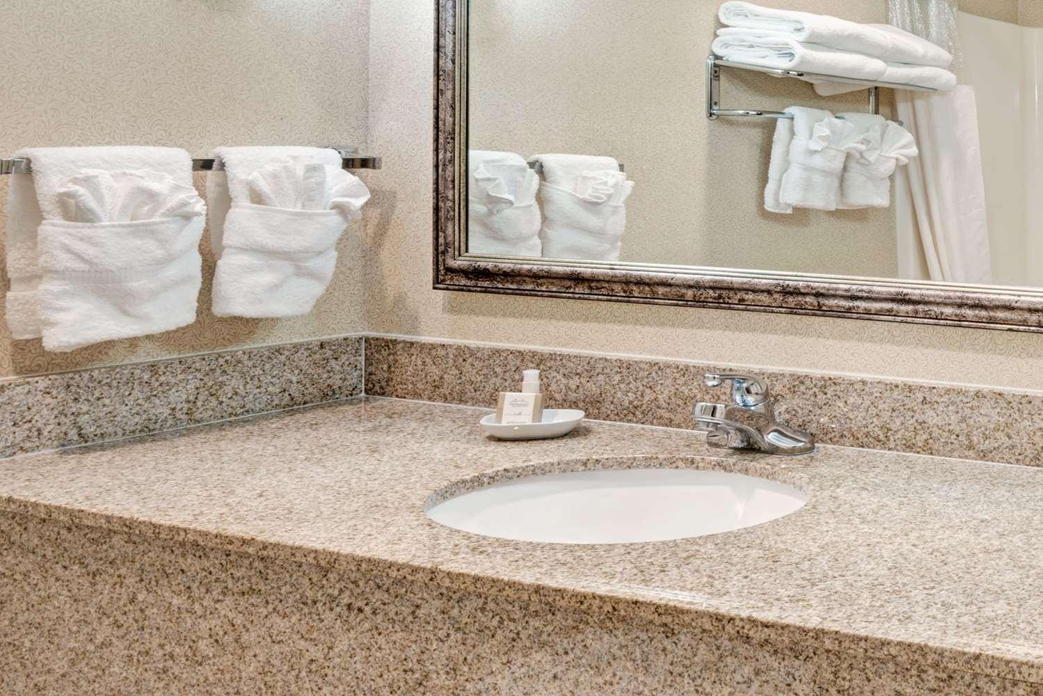 Room - Baymont Inn & Suites Lawrence