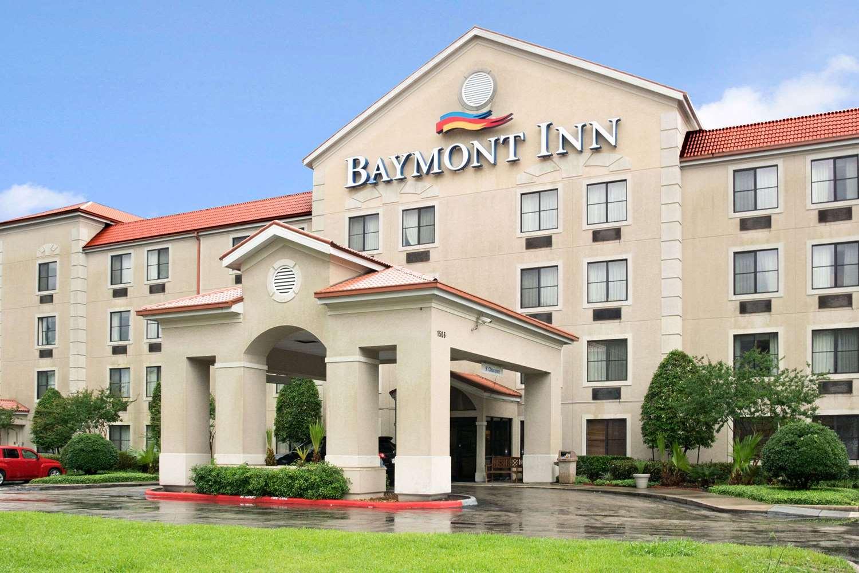 Exterior view - Baymont Inn & Suites Conroe