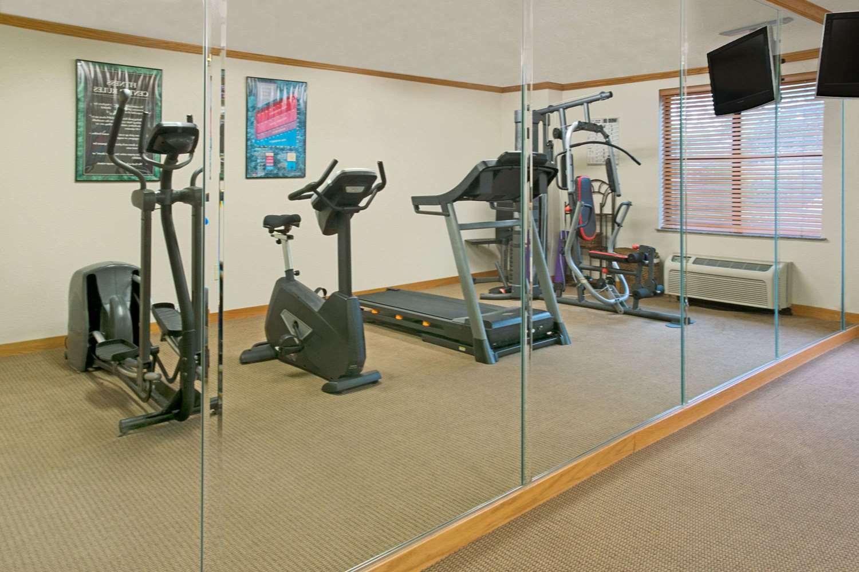 Fitness/ Exercise Room - Baymont Inn & Suites Conroe