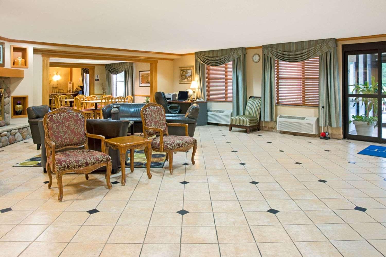 Lobby - Baymont Inn & Suites Conroe