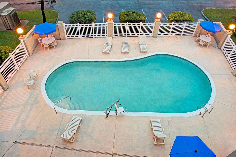 Pool - Baymont Inn & Suites Conroe