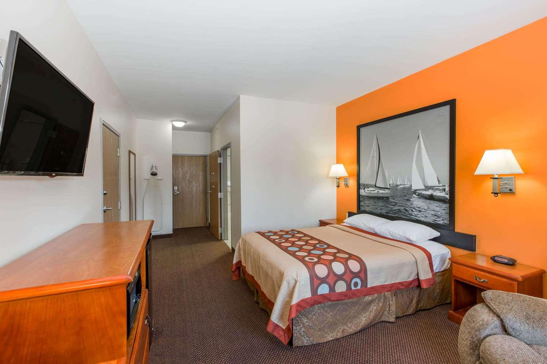 Room - Super 8 Hotel Schilling Road Salina