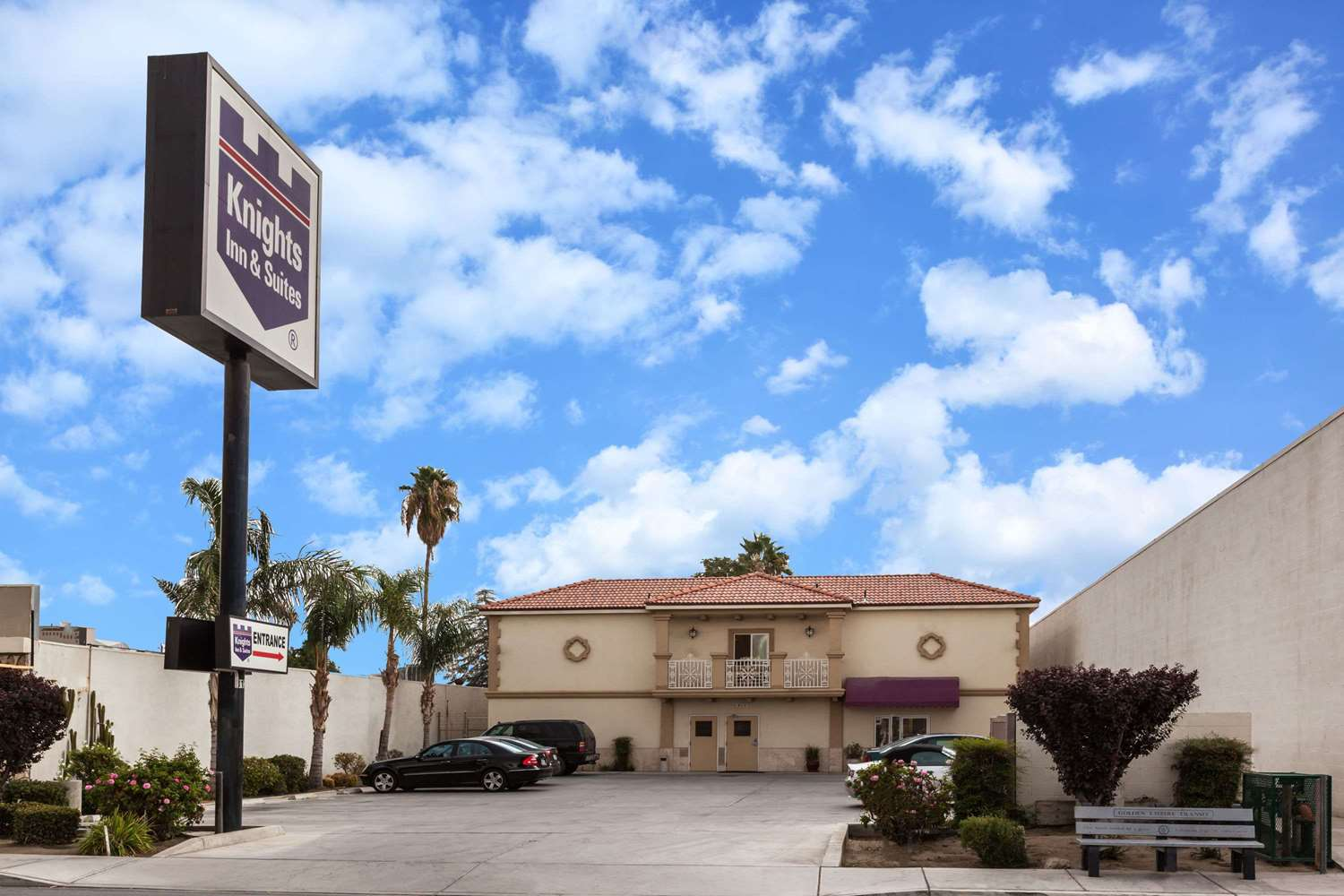 Exterior view - Knights Inn & Suites Bakersfield