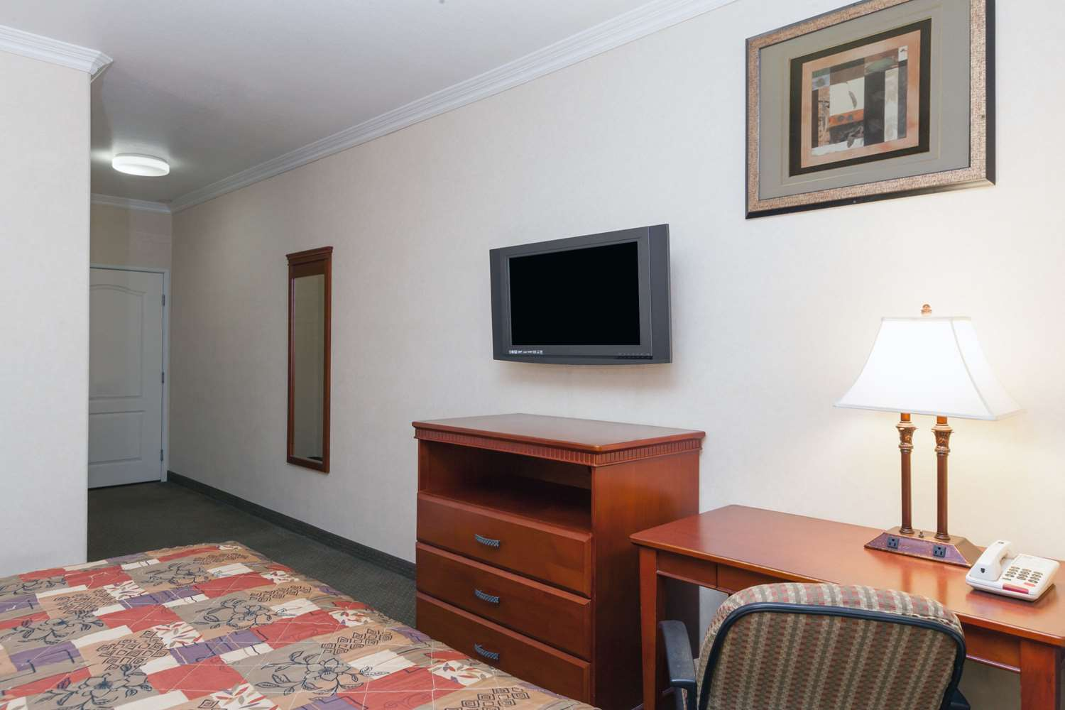 Fitness/ Exercise Room - Knights Inn & Suites Bakersfield