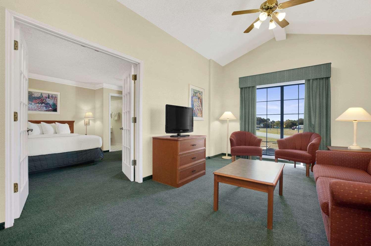 Suite - Baymont Inn & Suites Longview