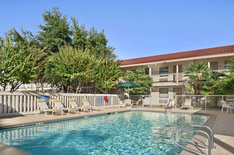 Pool - Baymont Inn & Suites Longview