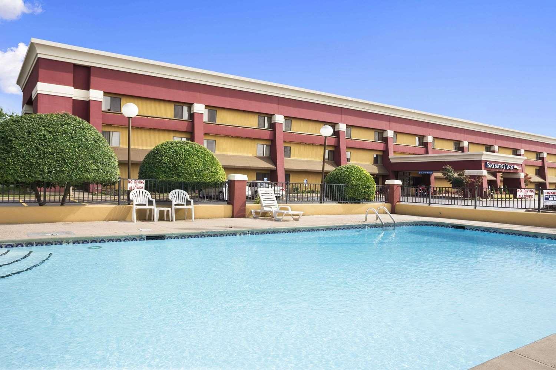 Pool - Baymont Inn & Suites Fort Smith
