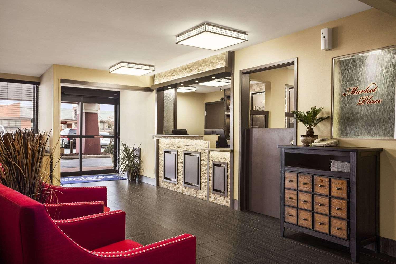 Lobby - Baymont Inn & Suites Fort Smith