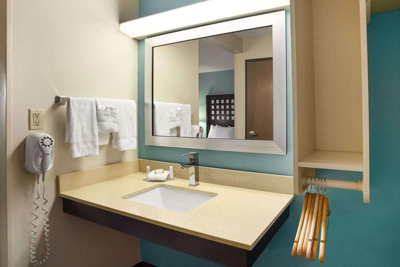 Room - Baymont Inn & Suites Fort Smith