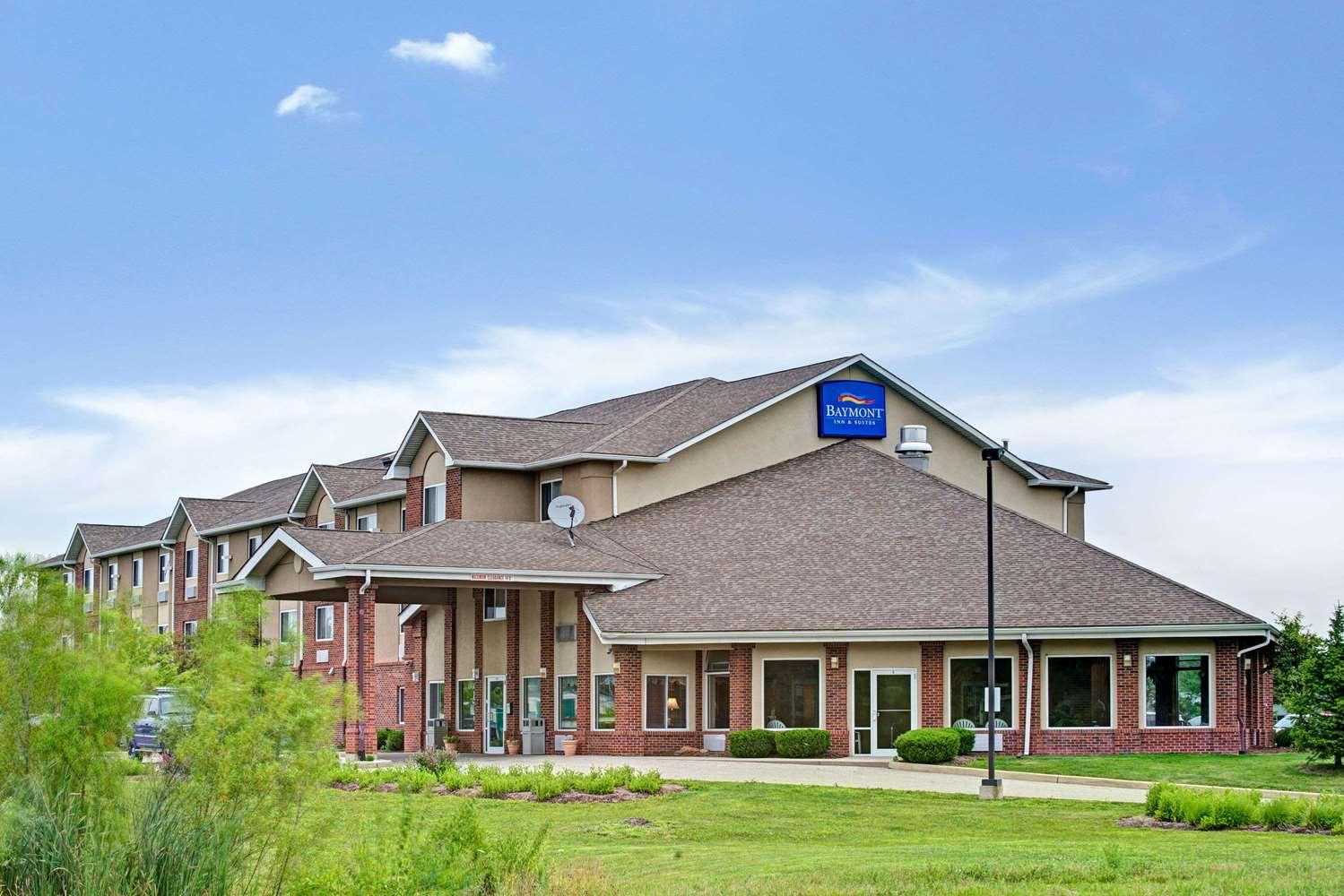 Exterior view - Baymont Inn & Suites Indianapolis
