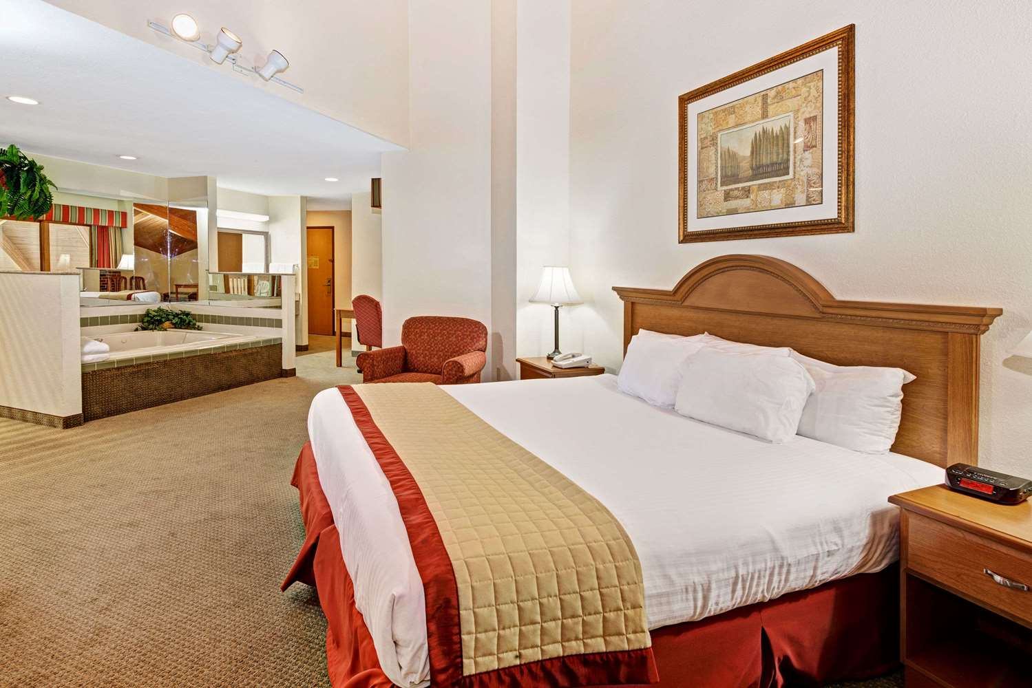 Suite - Baymont Inn & Suites Indianapolis