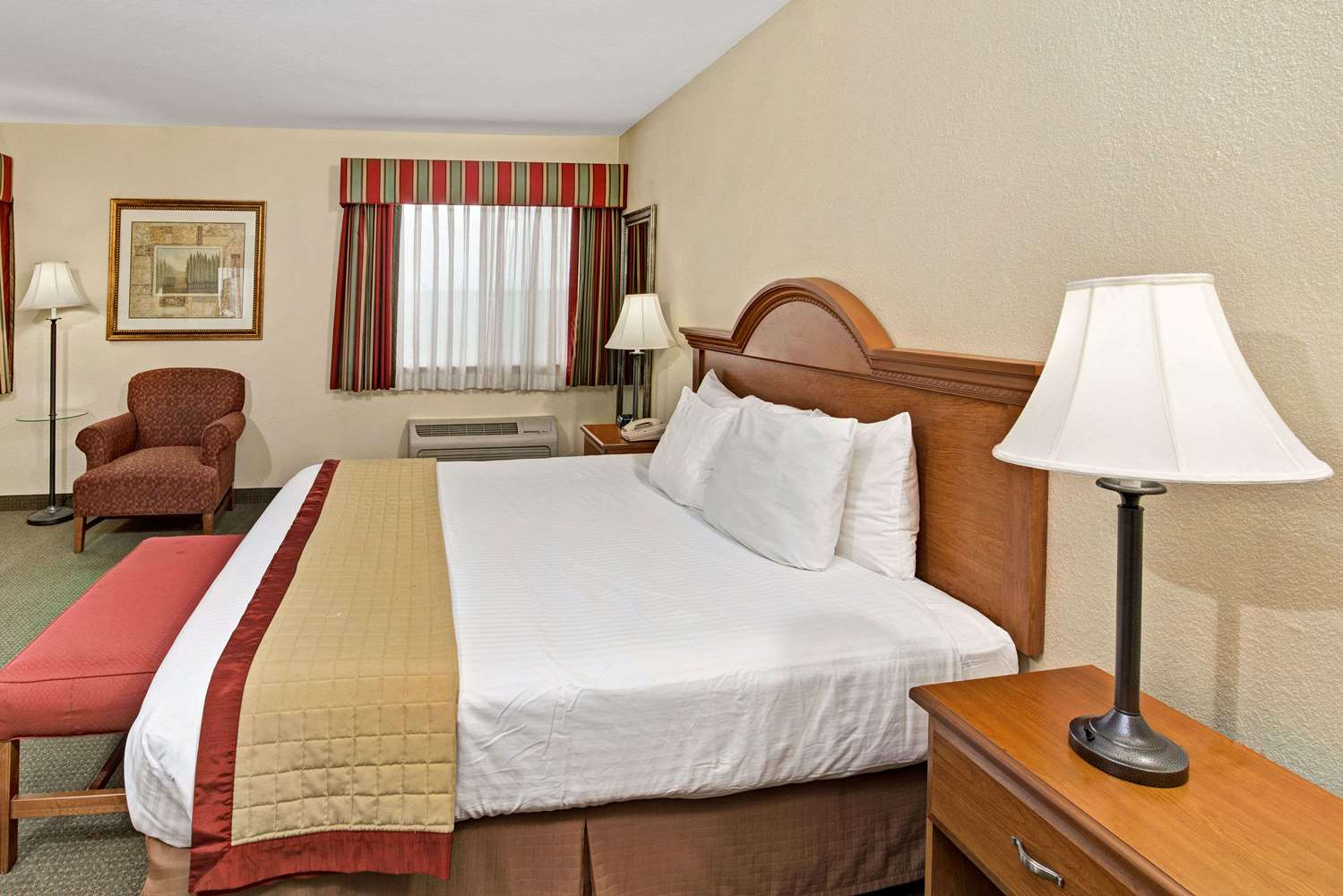 Room - Baymont Inn & Suites Indianapolis