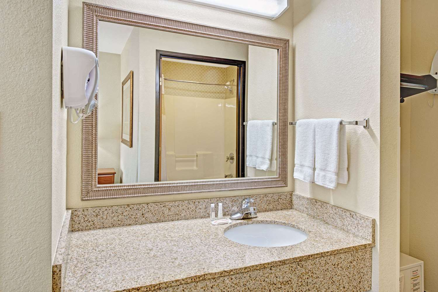 Amenities - Baymont Inn & Suites Indianapolis